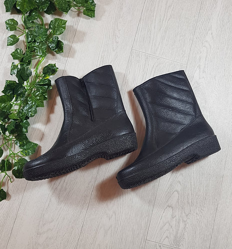 🍭Cezer black boots size 8