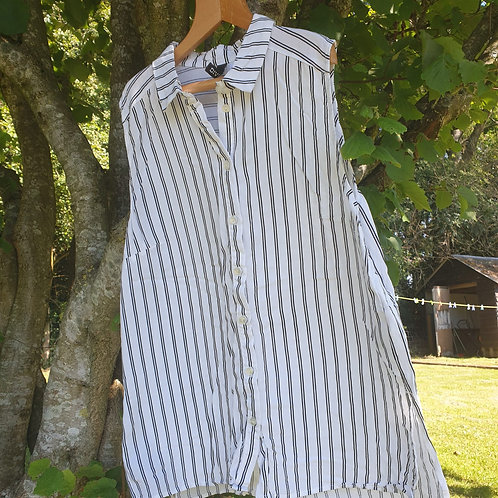 ⭐H&M sleeveless white pinstripe shirt. Euro size 38