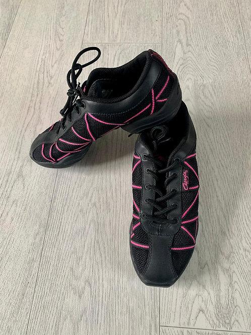 ●Capezio black/pink dance shoes. Size 5.5/38.5