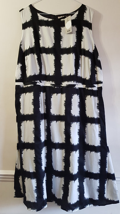 Tu. Black and white dress. Size 22. New with tags.