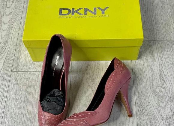 🌻DKNY dusky pink heels. Size 5