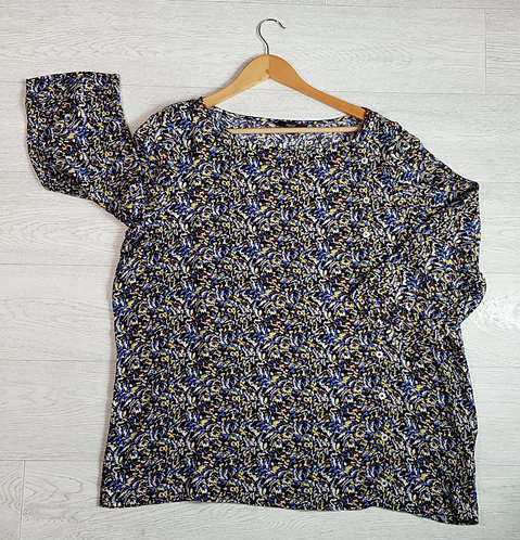 Next patterned top with buttin up back. Size 20 NWT