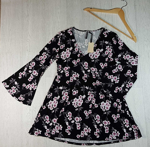 ◽Capsule black floral long top with flared sleeves. Size 12. New with tags
