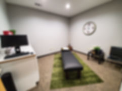 the allergy and spine center-hendersonville tn-dr brittany bowers-best female chiropractor hendersonville tn-best female acupuncturist hendersonville-tn-best female naet doctor hendersonville tn-best functional medicine doctor hendersonville tn-wood room