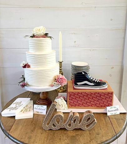 wedding%20and%20grooms%20cake_edited.jpg