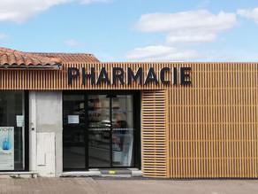 Enseigne pharmacie du Menhir à Avrillé x CAP Agencement x Plexico - Enseigne Communication