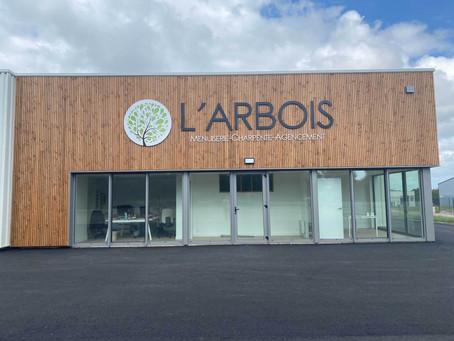 Le logo et la signalétique de la SARL L'ARBOIS à Saint-Révérend