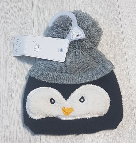 🏴F&F. Grey and back penguin hat with bobble. NWT. Up to 3 months