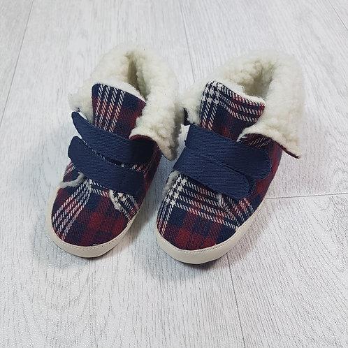 ⚫PRIMARK. Tartan soft bottom shoes. Fluffy inside. 6-9 months.
