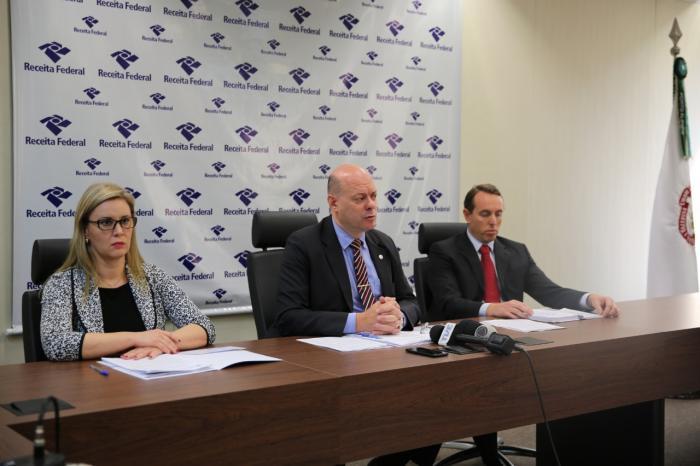 Superintendente da Receita Federal do Brasil no RS, Luiz Fernando Lorenzi, detalha ação que começou a ser realizada