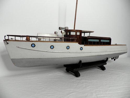 Bassett Lowke cabin cruiser pond yacht