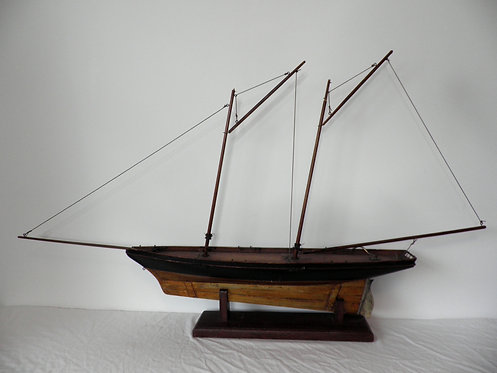 Stevens model dockyard pond yacht