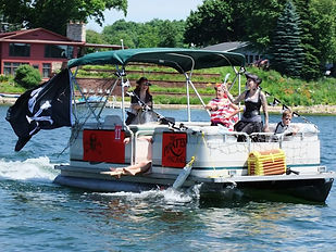 2016-Boat-Parade-Pirates-a-800x600.jpg