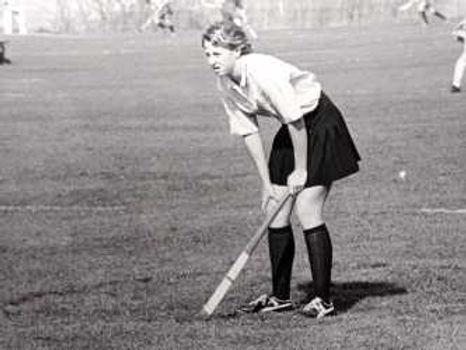 Susan Bassett 1975 FY starting half back