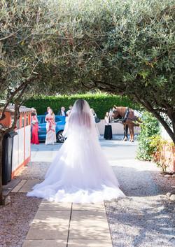 photo mariée attendant son époux