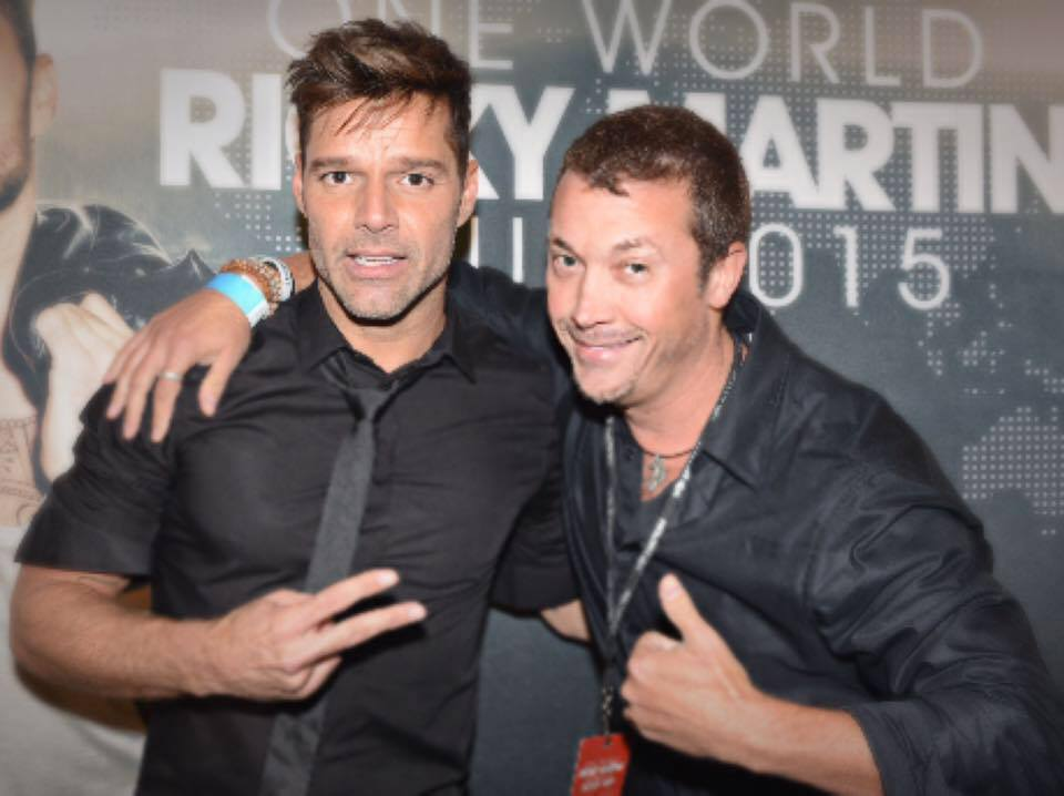 Josh Zuckerman w Ricky Martin 2015