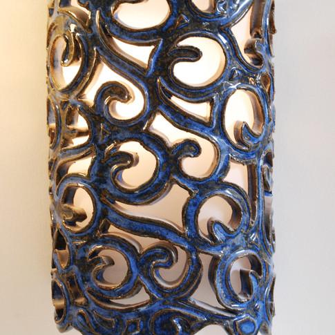 אהיל מסולסל כחול