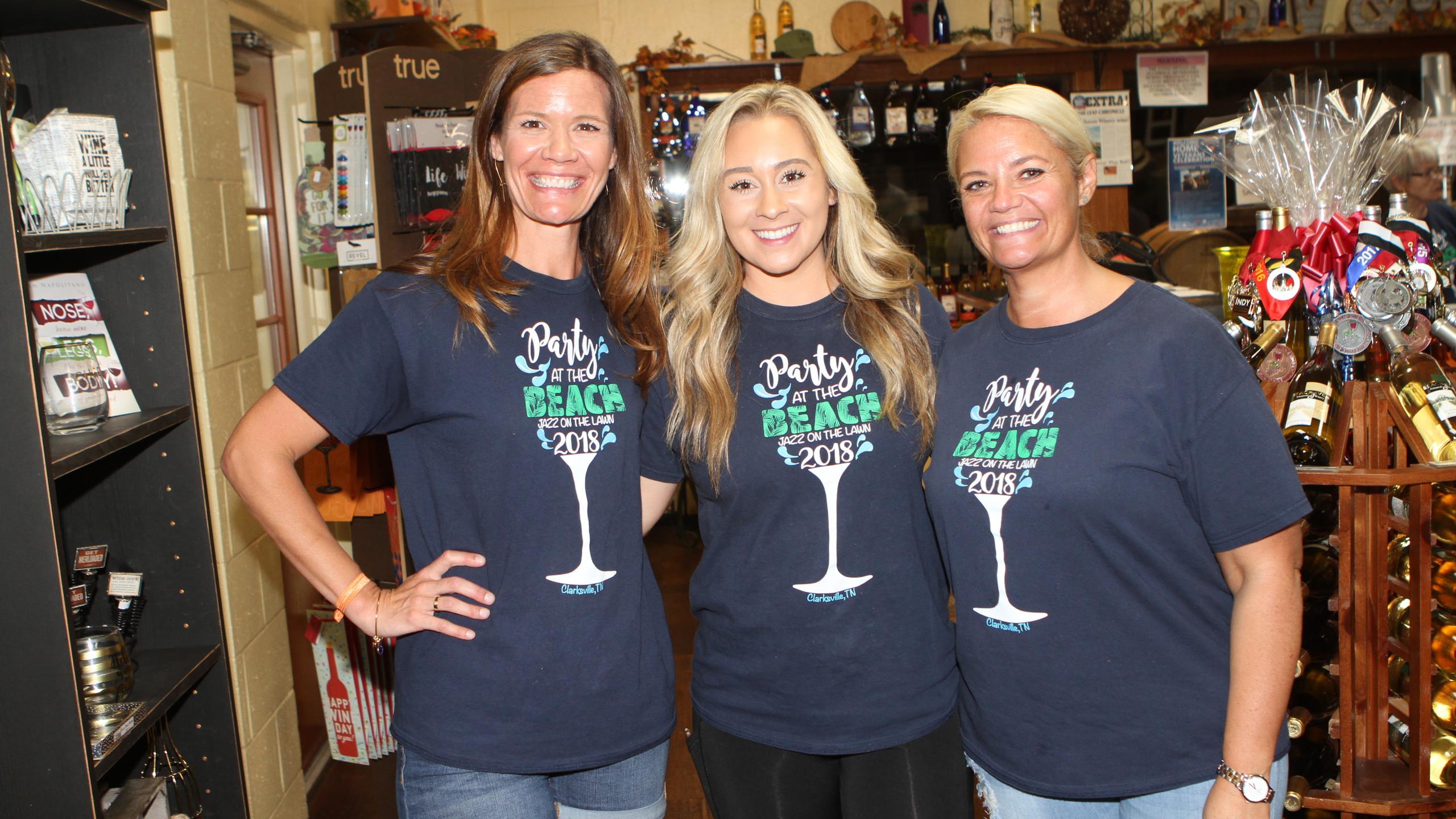 Lindsay Head, Marissa Gomes, Amanda Fiel