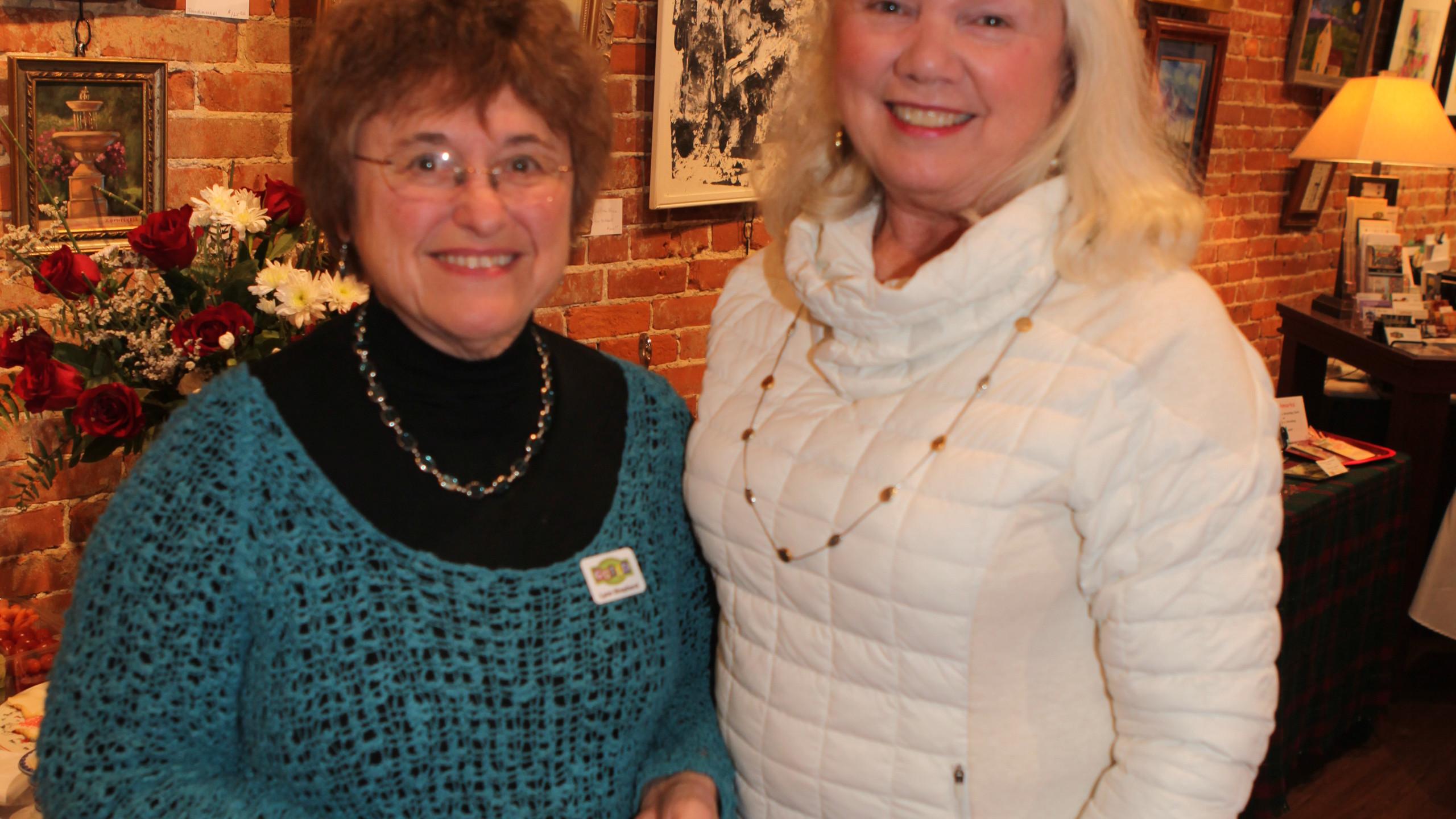 Lynn Shepherd, Donna Pfeufer