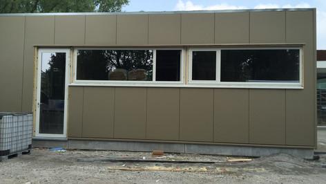 Reynaers ramen en deuren, geplaatst in bedrijfsgebouw in het waasland. (Sint-Niklaas) (Foto 1)