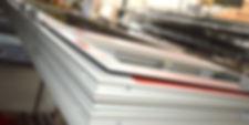 Op ons CNC bewerkingscenter worden profielen bewerkt voor ramen, deuren, veranda's, glasgevels, balustrades en andere aluminiumconstructies.