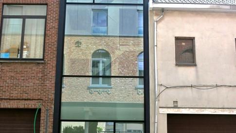 Glasgevel Reynaers Aluminium. Vinck heeft deze geplaatst in het centrum van Sint-Niklaas. (Foto 1)