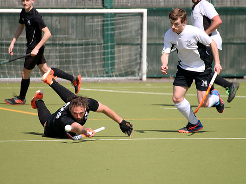 scott-mens-2s-playing-diving-for-the-bal