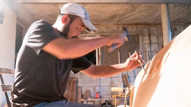 材と材を繋ぎ止めるフンドウという部品を入れる。