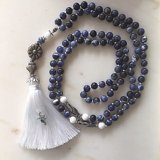 Just finished this mala that I started yesterday outside in the sun!! Blues and whites of the sodali