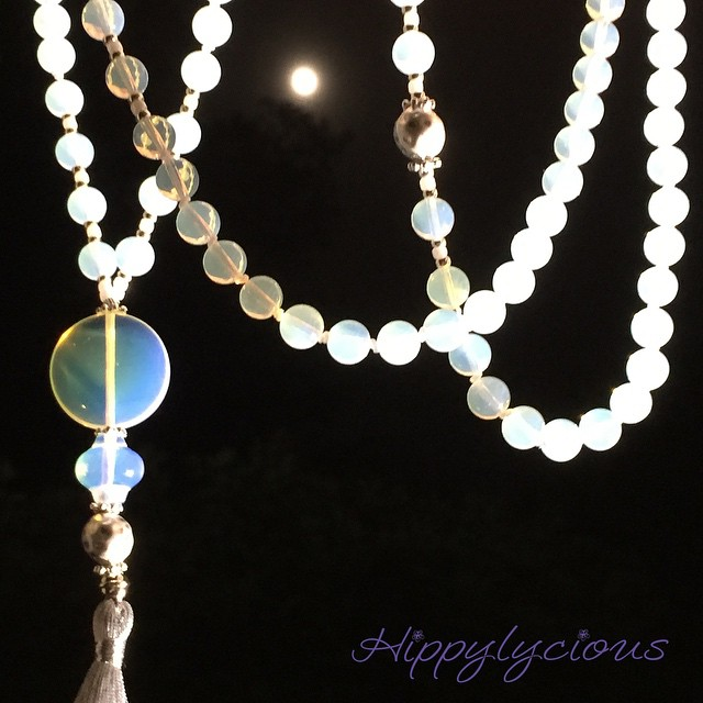 Power up Moon Goddesses tonight is a full moon!! 🌕 the full moon has a huge effect on our lives esp