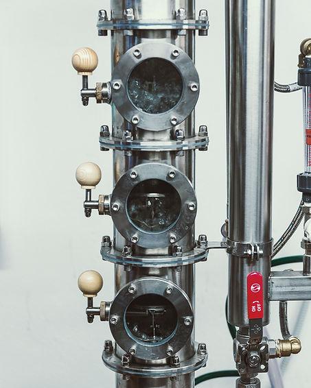 Tri nastavljive kolone za destilacijo alkohola