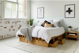 lit en carton sur mesure et tiroirs de rangement