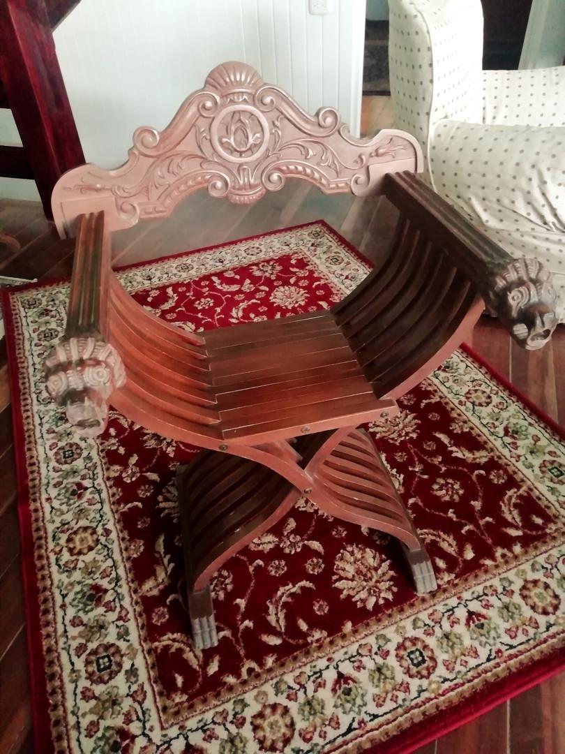 Savonarola or Dantesca Italian chair