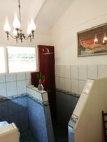 The Birds Room, bathroom