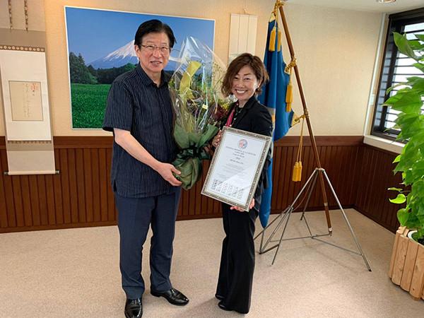 2019世界大会団体戦優勝を川勝知事に報告.jpg