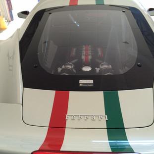フェラーリ458イタリア スペチアーレ ライン作成ラッピング作業