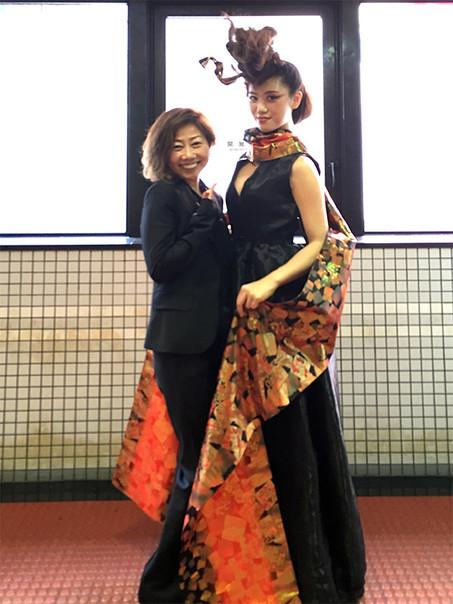 2019.5世界大会モデルKANAさんと.JPG