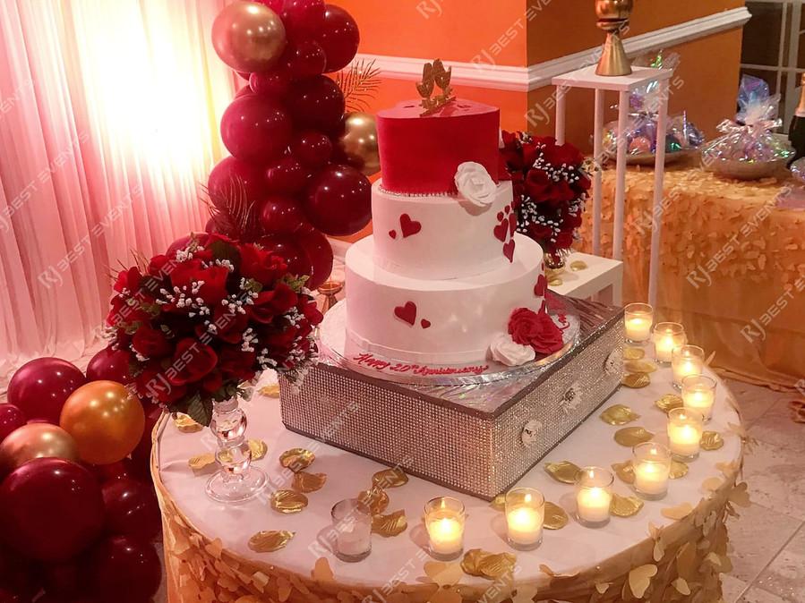 Cake table decor  #bridalbouquet #bridesmaidbouquet #Babyshower #balloondecorator #balloons #weddingbackdrop #weddingdecorator #eventdecorator #weddingplanner #partyplanner #weddingdj #lighting #eventplanner #uniquedecoration #trendydecoration #balloonarch