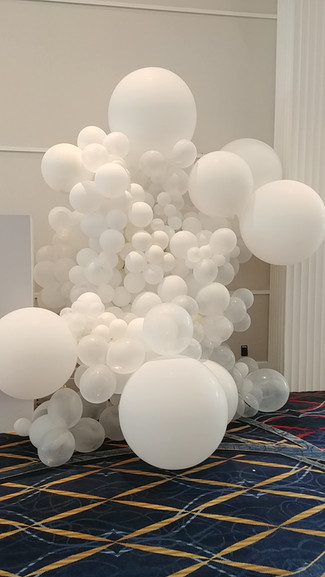 Balloon Cloud  #bridalbouquet #bridesmaidbouquet #Babyshower #balloondecorator #balloons #weddingbackdrop #weddingdecorator #eventdecorator #weddingplanner #partyplanner #weddingdj #lighting #eventplanner #uniquedecoration #trendydecoration #balloonarch