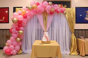 Cascading balloon decor over a backdrop  #bridalbouquet #bridesmaidbouquet #Babyshower #balloondecorator #balloons #weddingbackdrop #weddingdecorator #eventdecorator #weddingplanner #partyplanner #weddingdj #lighting #eventplanner #uniquedecoration #trendydecoration #balloonarch