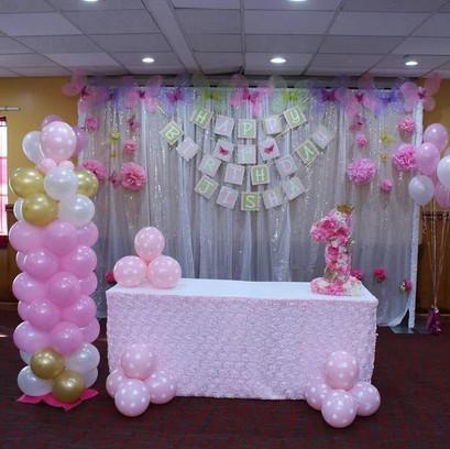 Balloon column with a backdrop  #bridalbouquet #bridesmaidbouquet #Babyshower #balloondecorator #balloons #weddingbackdrop #weddingdecorator #eventdecorator #weddingplanner #partyplanner #weddingdj #lighting #eventplanner #uniquedecoration #trendydecoration #balloonarch