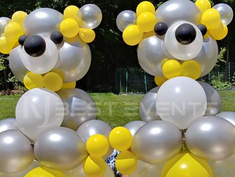 Designer balloon bears  #bridalbouquet #bridesmaidbouquet #Babyshower #balloondecorator #balloons #weddingbackdrop #weddingdecorator #eventdecorator #weddingplanner #partyplanner #weddingdj #lighting #eventplanner #uniquedecoration #trendydecoration #balloonarch