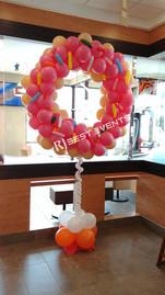 Strawberry frosted donut balloon selfi station  #bridalbouquet #bridesmaidbouquet #Babyshower #balloondecorator #balloons #weddingbackdrop #weddingdecorator #eventdecorator #weddingplanner #partyplanner #weddingdj #lighting #eventplanner #uniquedecoration #trendydecoration #balloonarch