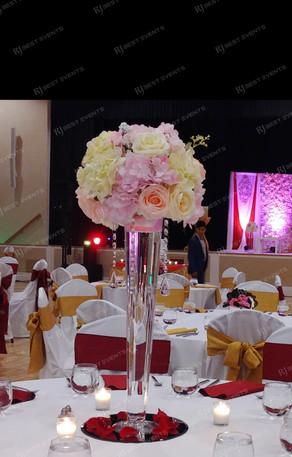 Floral centerpieces  #bridalbouquet #bridesmaidbouquet #Babyshower #balloondecorator #balloons #weddingbackdrop #weddingdecorator #eventdecorator #weddingplanner #partyplanner #weddingdj #lighting #eventplanner #uniquedecoration #trendydecoration #balloonarch #floralcenterpiece