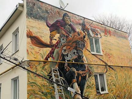 TSMGROUP утеплила жилой дом декоративной росписью с русским богатырем
