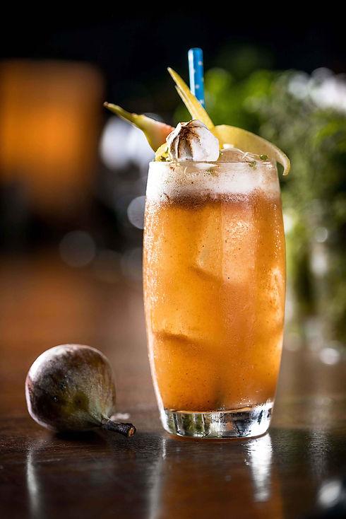 Micro Bar_Tamarindo e Pera_Gin, soda cas