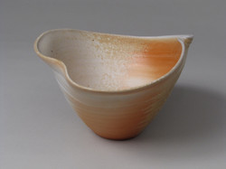 Porcelain wood-fired bowl with fluid rim