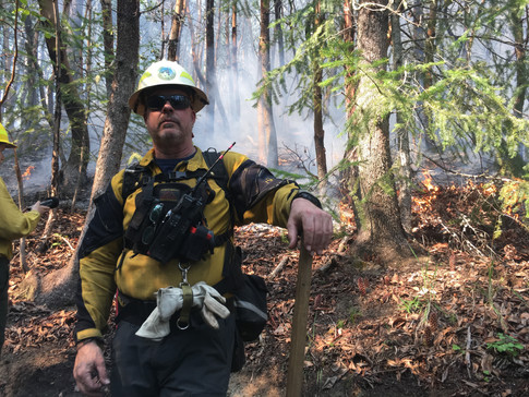 Jonathon Paul, burn boss trainee, at prescribed burn in the Ashland Watershed