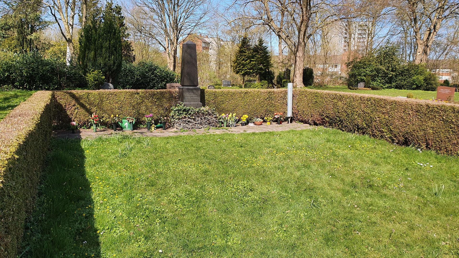 "Anonymes Grab ""unter grünem Rasen"""