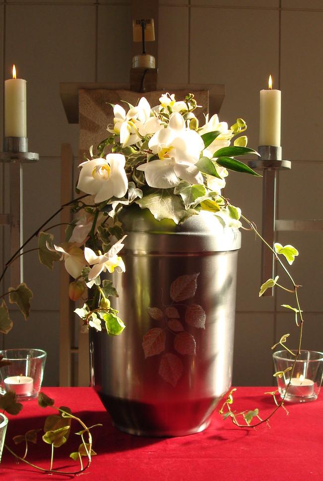 """Urnenkrone """"Weiße Orchidee""""  85 €"""